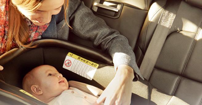 Beb s seguros en el coche for Mejor silla coche bebe