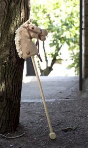 Caballo de palo que relinch