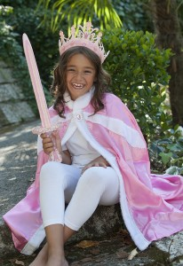 Capa princesa con corona y espada