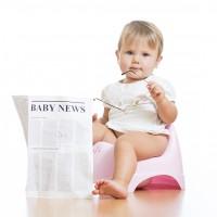 Bebé usando orinal
