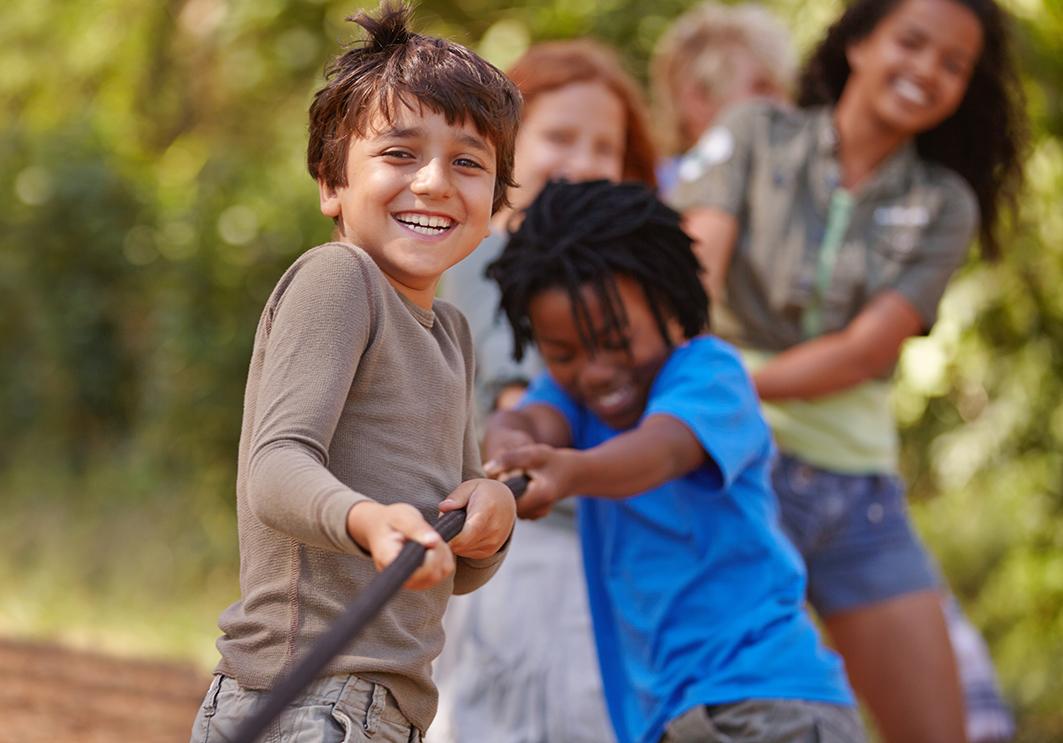 Niños jugando colaborativamente