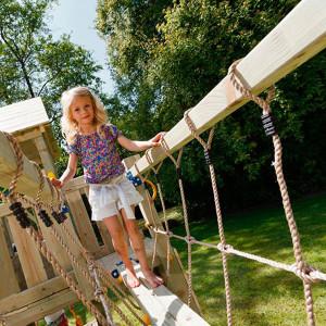 puente-de-madera-para-conectar-torres