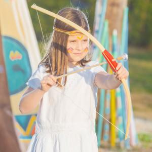 Arco y flechas de madera de juguete