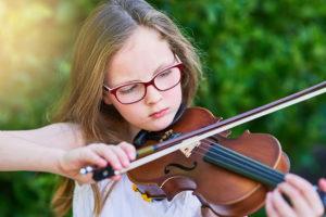 Método Suzuki para aprender a tocar un instrumento