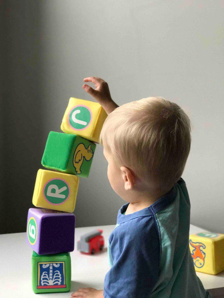 I giocattoli Montessori incoraggiano l'apprendimento e lo sviluppo autonomo dei tuoi bambini
